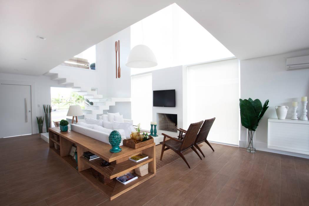 Salas de estilo tropical de Tweedie+Pasquali Tropical