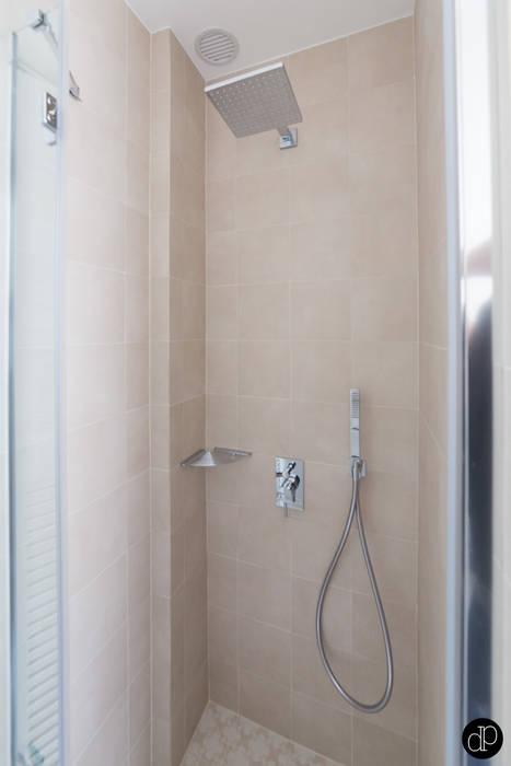 Boulevard Haussmann - Appartement 25m2: Salle de bains de style  par Decoration Parisienne