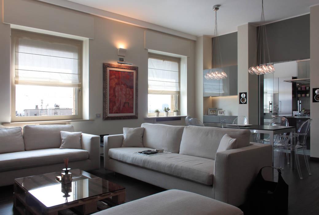 Soggiorno con zona pranzo soggiorno in stile di gaia for Arredamento e design interni