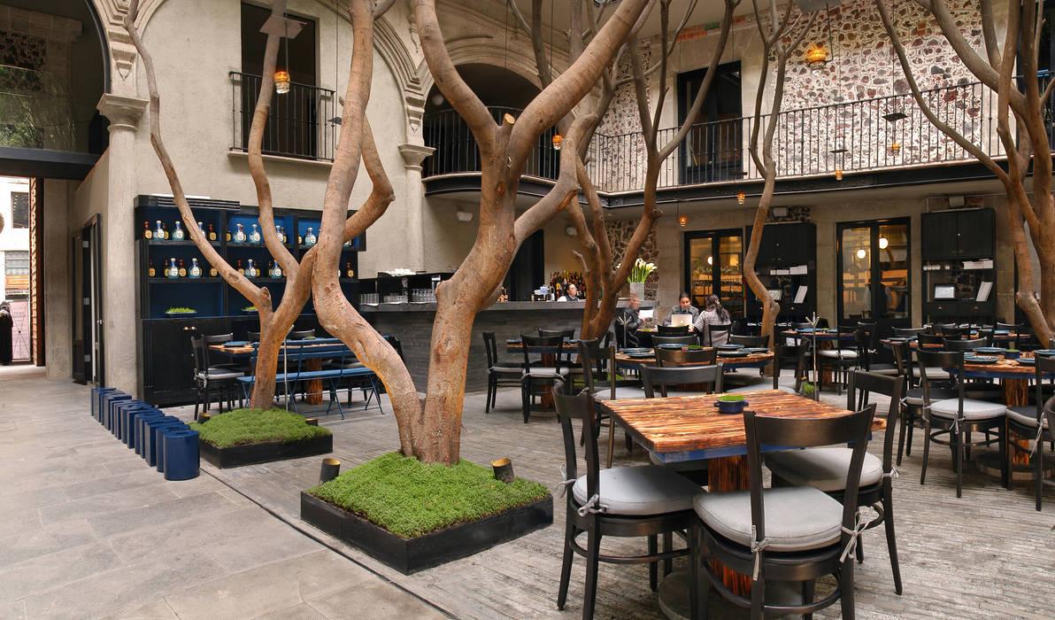 Restaurante Azul Histórico Espacios comerciales de estilo ecléctico de kababie arquitectos Ecléctico