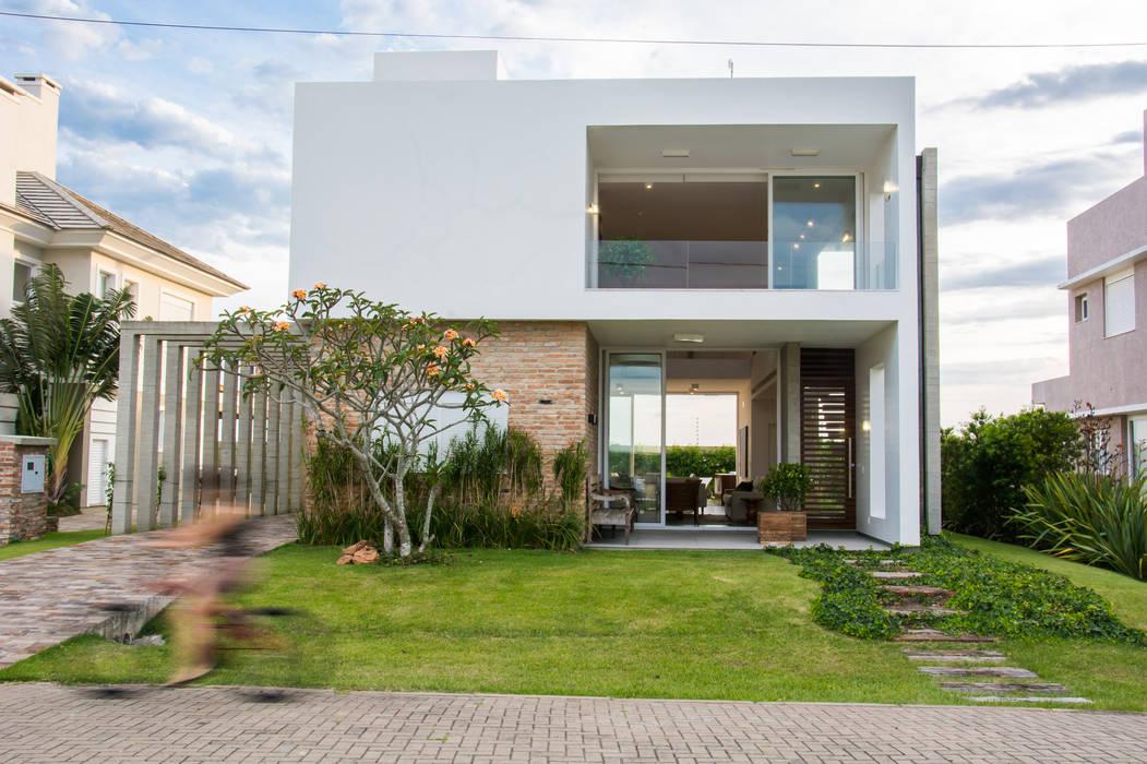 CASA VENTURA M22 Casas modernas por SBARDELOTTO ARQUITETURA Moderno