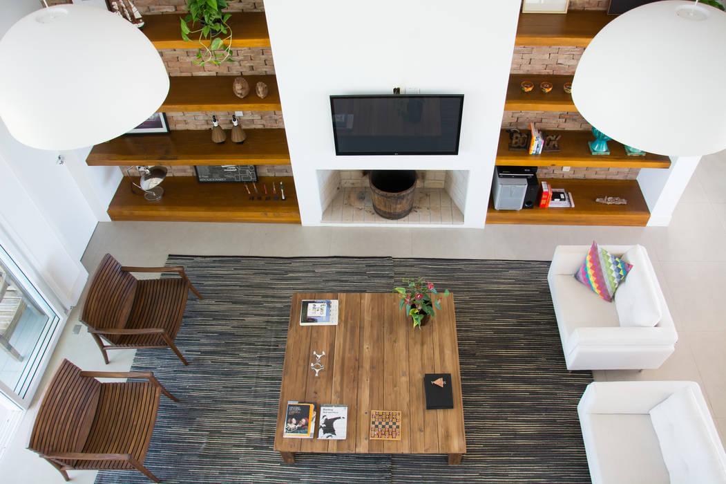 SBARDELOTTO ARQUITETURA Moderne Wohnzimmer
