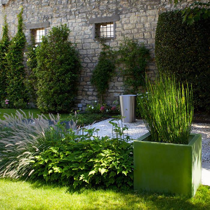 Un jardin contemporain: jardin de style par garden trotter | homify