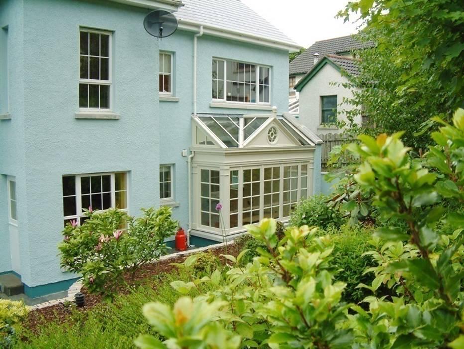 Jardines de invierno de estilo  por Hampton Windows