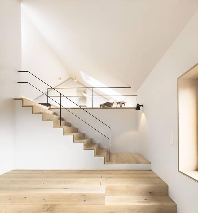 Modern corridor, hallway & stairs by Spandri Wiedemann Architekten Modern Wood Wood effect