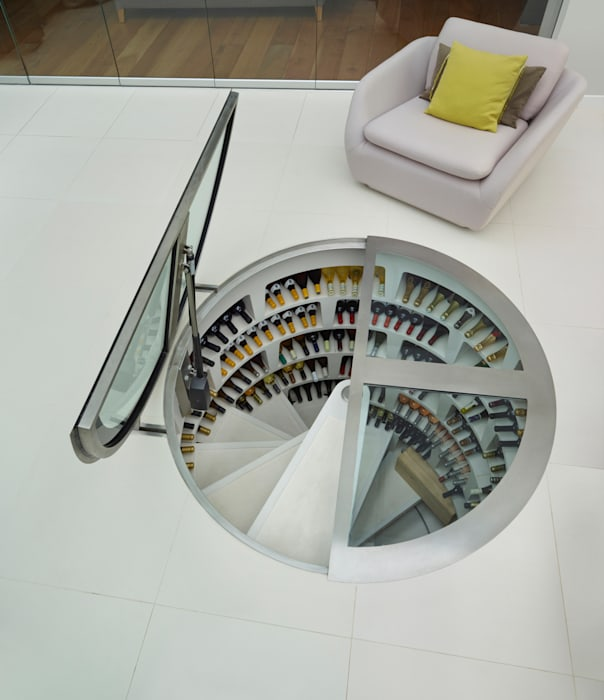 Round Hinged Trap Door and White Spiral Cellar de homify Moderno