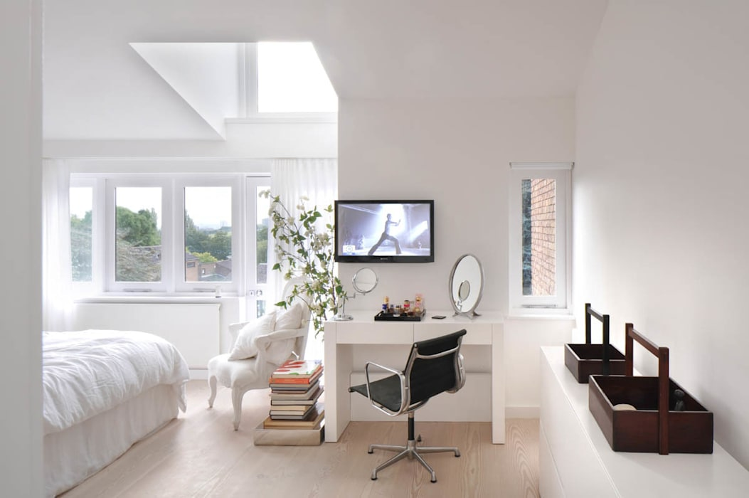 Master Bedroom :  Bedroom by TG Studio