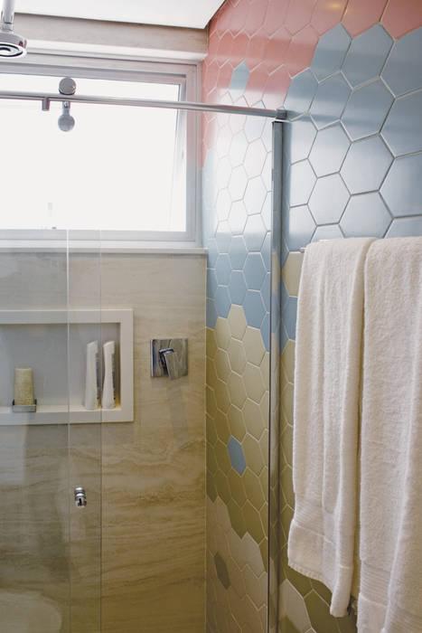 Banheiro Suite: Banheiros  por fpr Studio