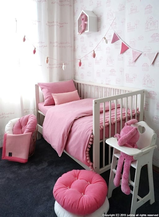 WOORI ZIP BEDDING (PINK): jumine의  아이방,러스틱 (Rustic)