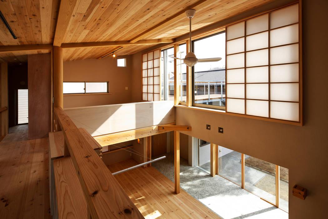 Casas estilo moderno: ideas, arquitectura e imágenes de たなはしゆか建築設計アトリエ Moderno