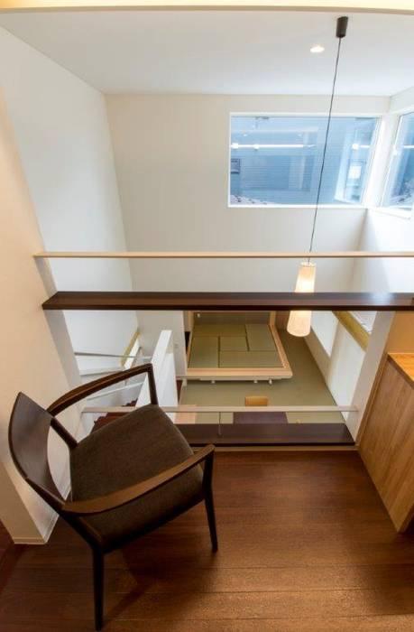 Salas multimedia de estilo ecléctico de アウラ建築設計事務所 Ecléctico