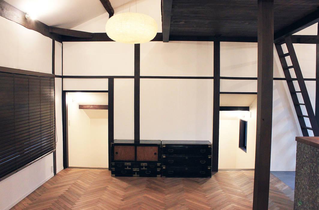 あお建築設計 Living roomCupboards & sideboards