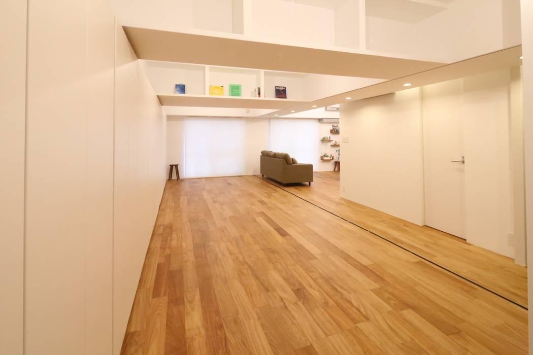 Salle multimédia de style  par nagena , Éclectique