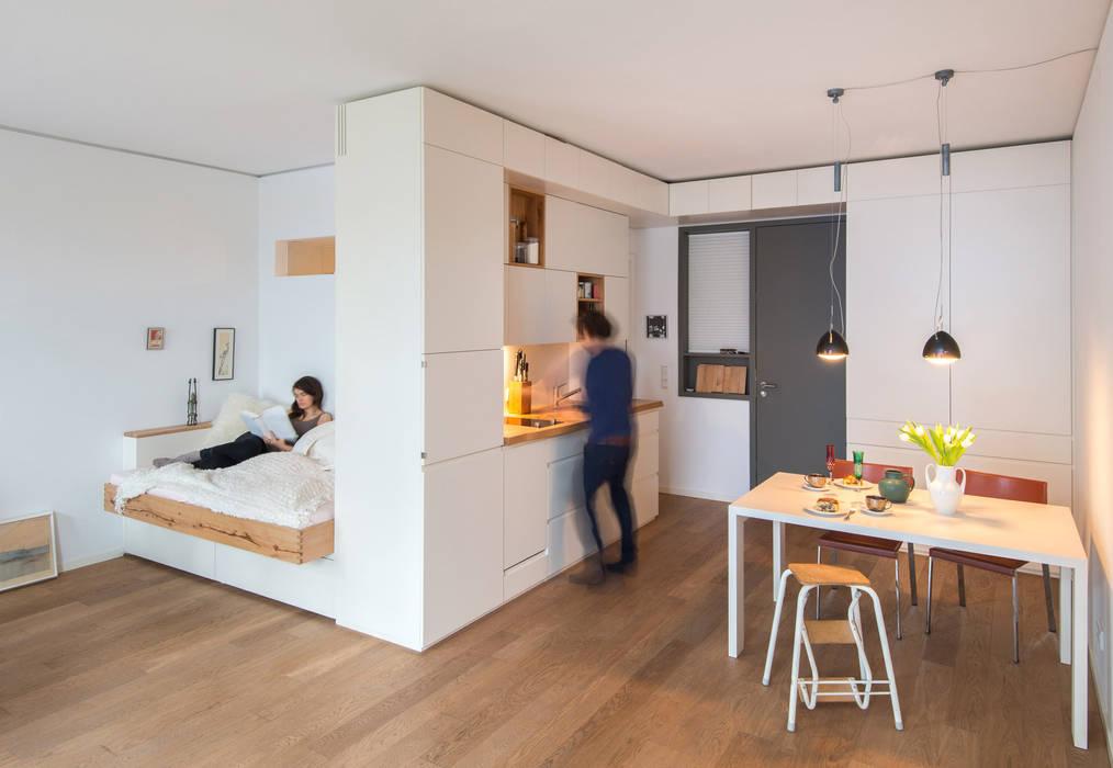 Raumfassendes Einbaumöbel Moderne Küchen von Holzgeschichten Modern