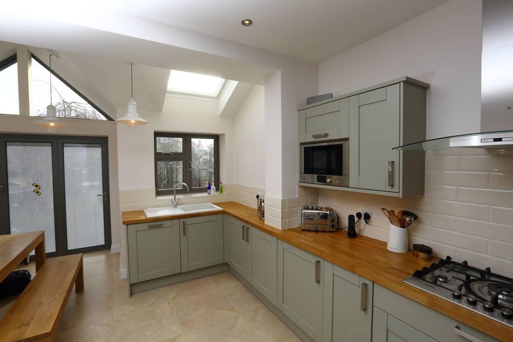 Single Storey Extension and Loft Conversion, Lance Rd Dapur Modern Oleh London Building Renovation Modern