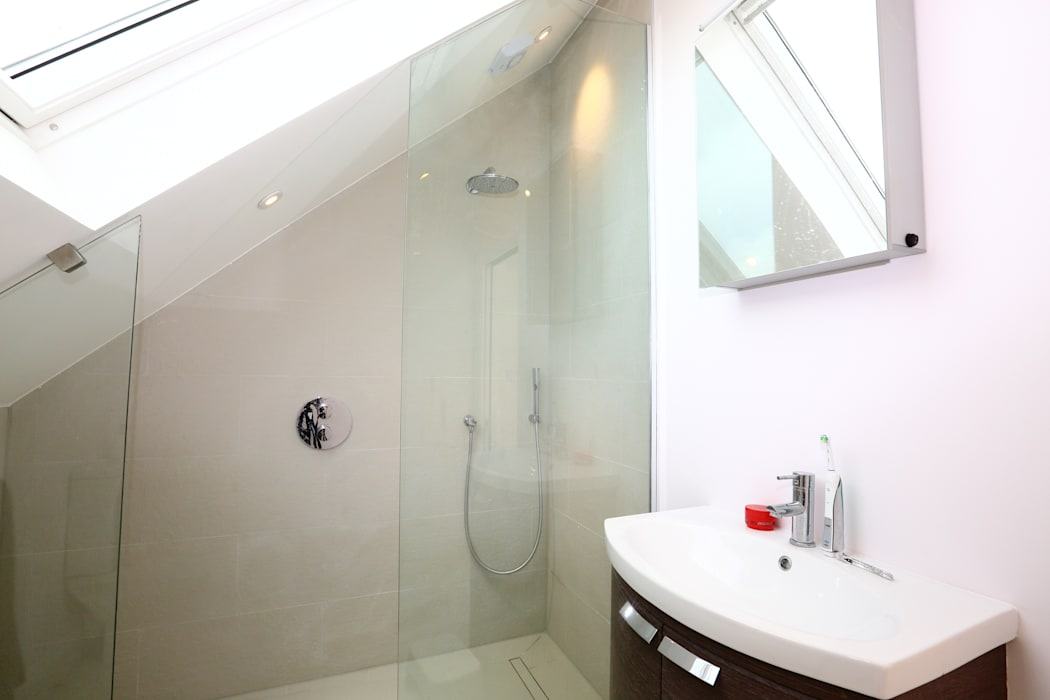 Single Storey Extension and Loft Conversion, Lance Rd: modern Bathroom by London Building Renovation