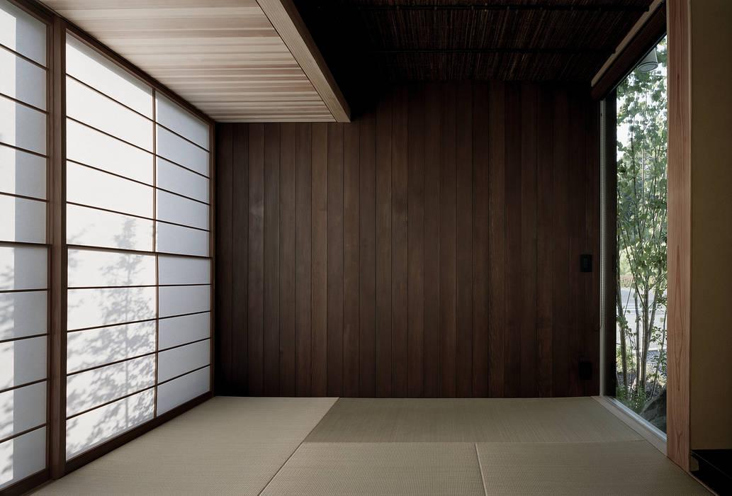 Salle multimédia de style  par 和泉屋勘兵衛建築デザイン室, Asiatique