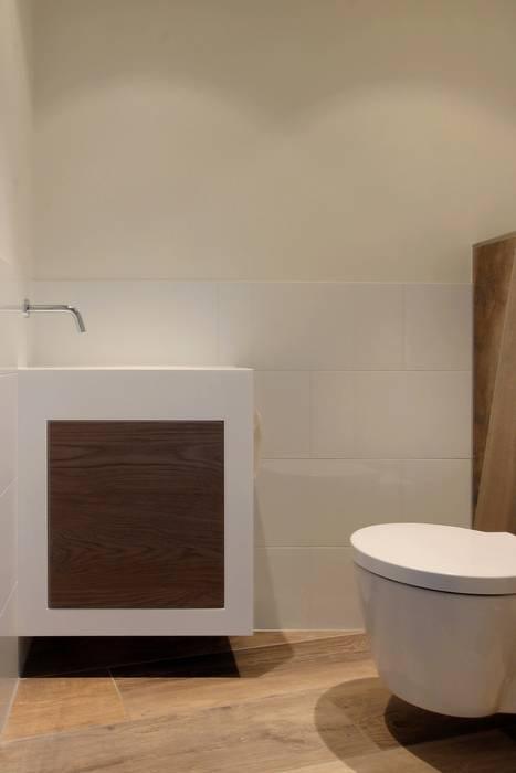 Toiletmeubel:  Badkamer door Leonardus interieurarchitect