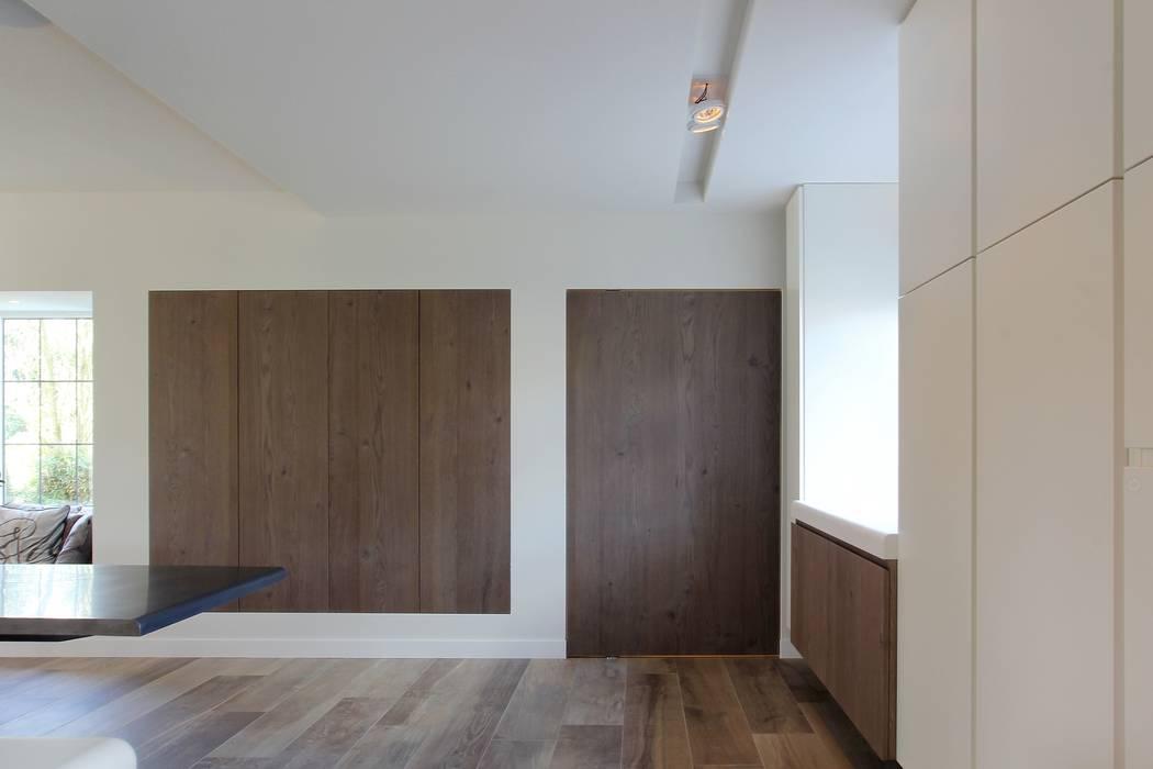 Taatsdeur:  Keuken door Leonardus interieurarchitect