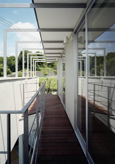 Terrasse de style  par 和泉屋勘兵衛建築デザイン室, Moderne