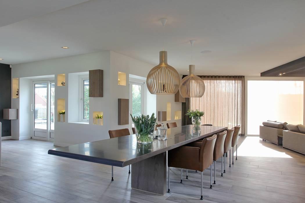 Eettafel: modern  door Leonardus interieurarchitect, Modern