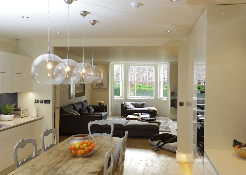 Bellevue, Harrow on-the-Hill:  Living room by London Building Renovation