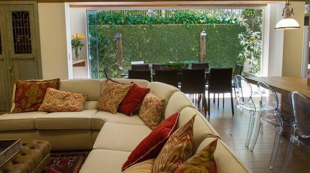 Casa: Salas de estar  por Mauricio Tarrago /Claudio Gros Arquitetura,Moderno