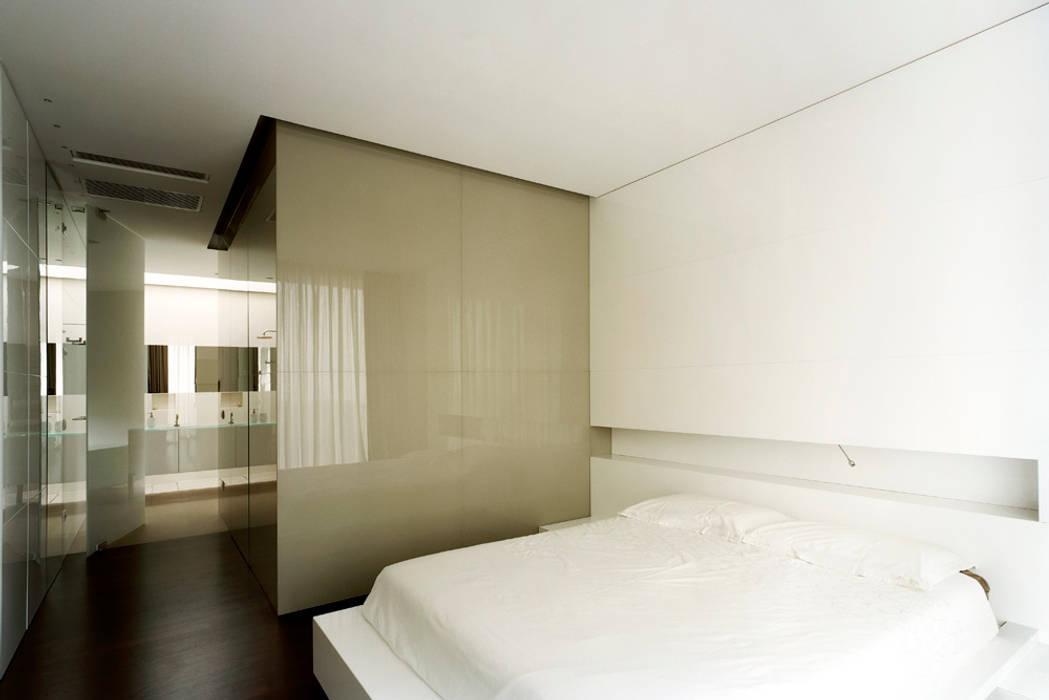 Modern style bedroom by Massimo Zanelli architetto Modern