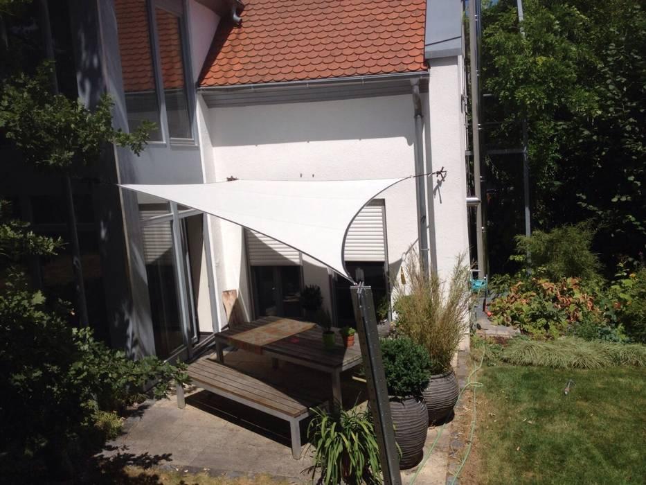 Balcones y terrazas de estilo  por derraumhoch3