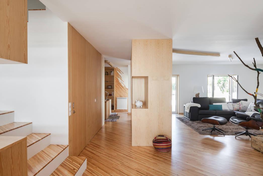 SilverWoodHouse Joao Morgado - Architectural Photography 現代風玄關、走廊與階梯