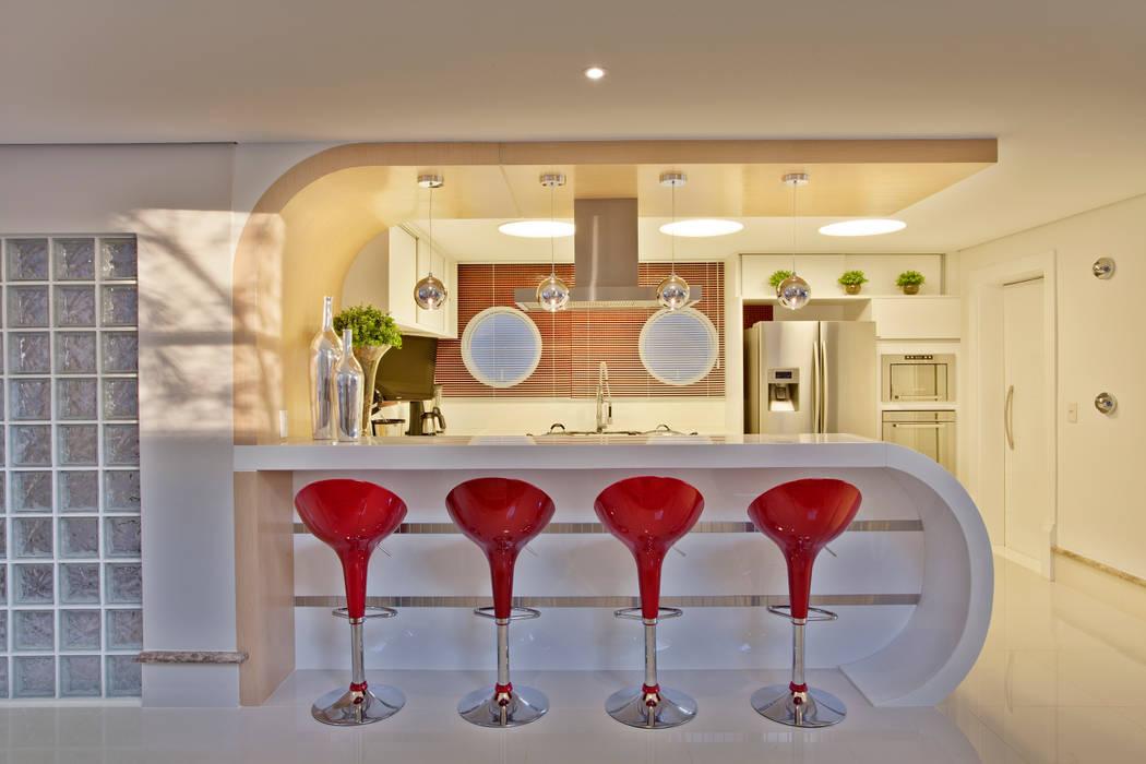 Retrofit Casa Swiss Park Campinas Cozinhas modernas por Designer de Interiores e Paisagista Iara Kílaris Moderno