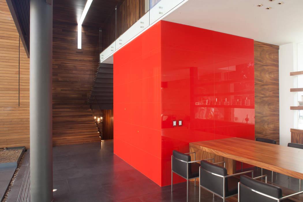 Столовая комната в стиле минимализм от Echauri Morales Arquitectos Минимализм