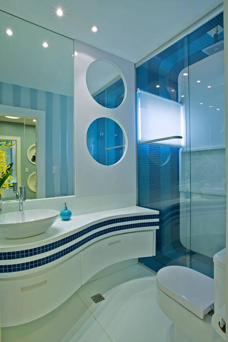 Retrofit Casa Swiss Park Campinas Banheiros modernos por Designer de Interiores e Paisagista Iara Kílaris Moderno