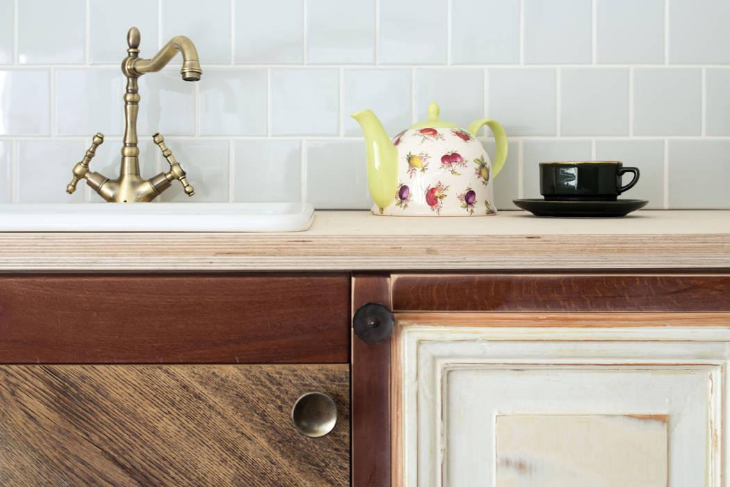 Kitchenette detail Cucina eclettica di paola bagna Eclettico