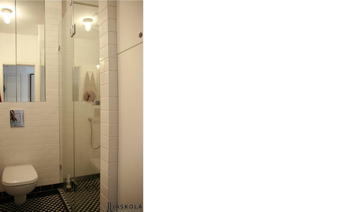 łazienka czarno-biała : styl , w kategorii Łazienka zaprojektowany przez JJJASKOLA ARCHITEKCI