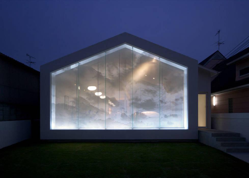 廣瀬歯科診療所 ファサード夜間-1 北欧風病院 の eleven nine interior design office 北欧