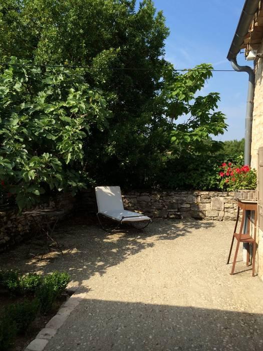 bain de soleil: Terrasse de style  par INSIDE-DECO-TENDANCE