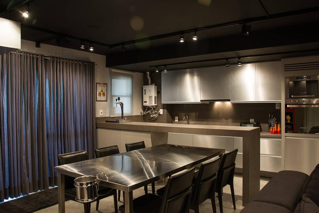 Modern kitchen by Leticia Sá Arquitetos Modern