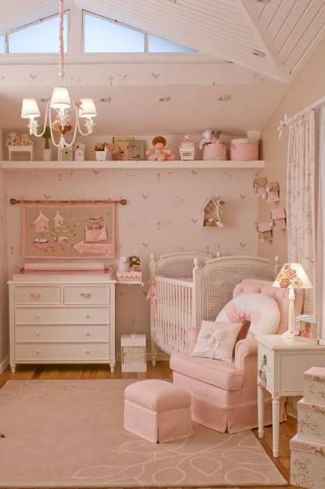 Nursery/kid's room by Ateliê Vanessa Guimarães,