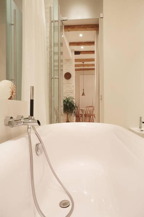 Вид из ванны. Ванная комната в скандинавском стиле от Double Room Скандинавский