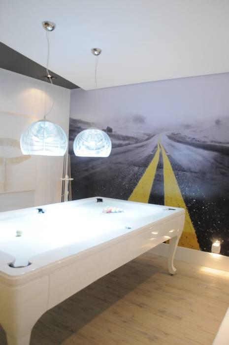 Sala de Jogos Paredes e pisos modernos por Renata Amado Arquitetura de Interiores Moderno