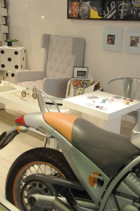 Sala de Jogos Garagens e edículas industriais por Renata Amado Arquitetura de Interiores Industrial