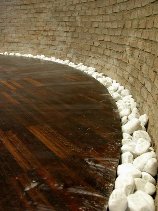 details meeting room - pavimento: Centri congressi in stile  di LUCIA ESPOSITO ARCHITETTO