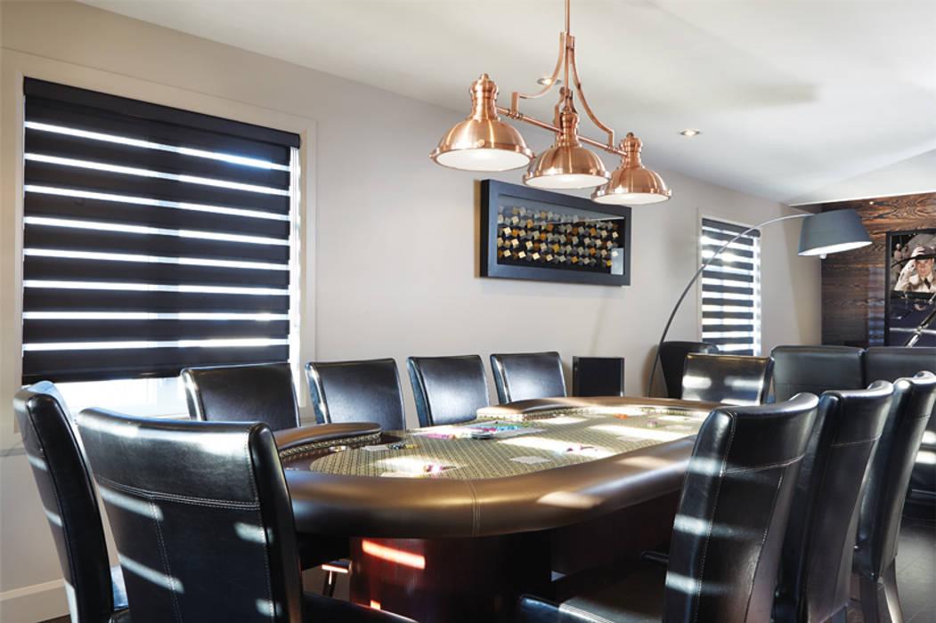 Table de poker: Salle multimédia de style  par Sylvie caron design inc