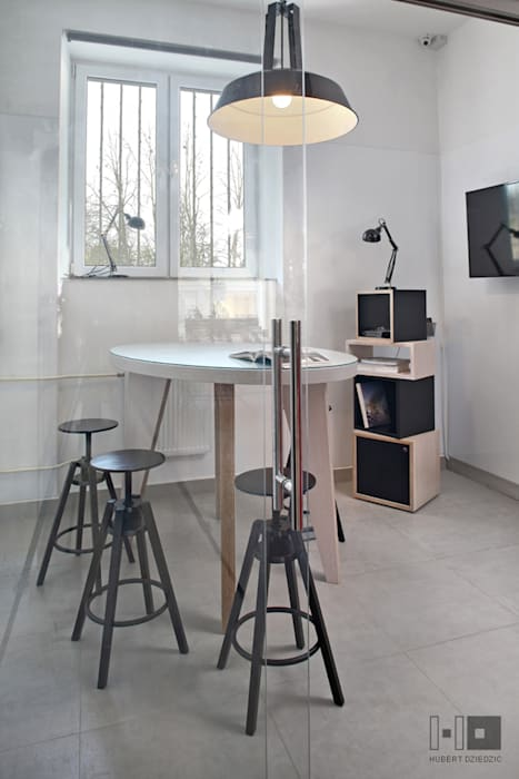 BIURO COWORKINGOWE od Hubert Dziedzic Architektura Wnętrz Industrialny