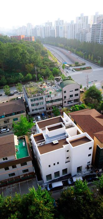 건물 전경(주간): 현앤전 건축사 사무소(HYUN AND JEON ARCHITECTURAL OFFICE )의  주택,모던