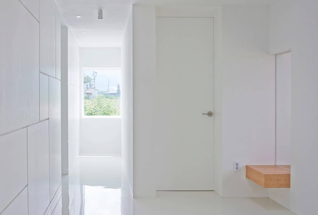 G House - Corridor توسط NEN مینیمالیستیک