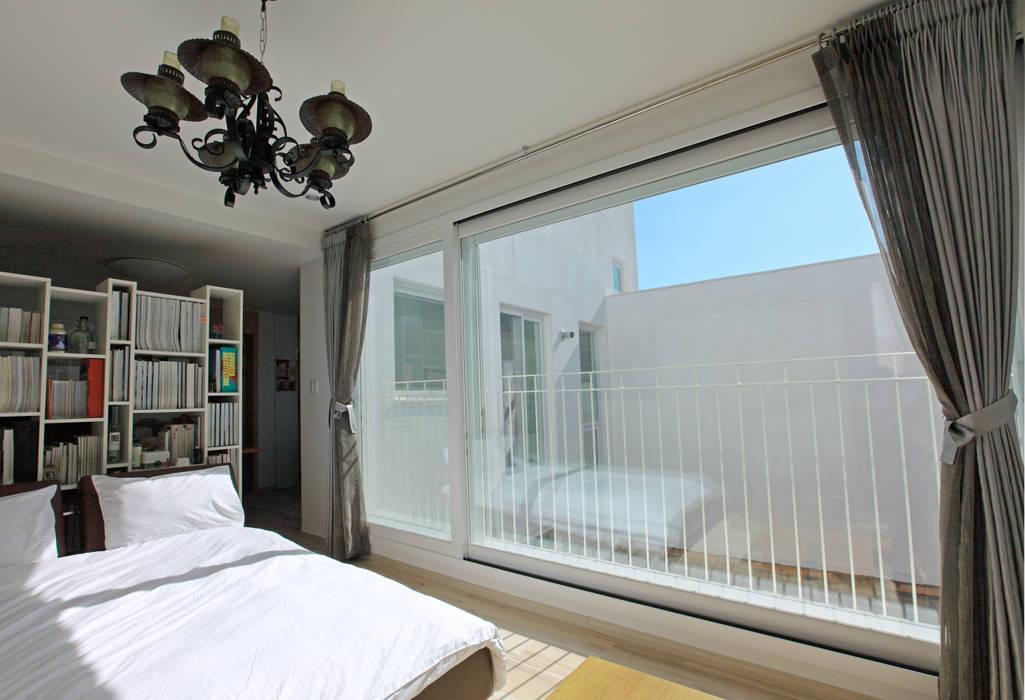 3층 다가구: 현앤전 건축사 사무소(HYUN AND JEON ARCHITECTURAL OFFICE )의  침실,