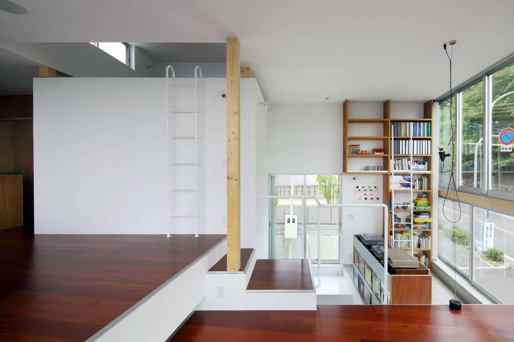 五月丘の家 - House of Satukigaoka: 林泰介建築研究所が手掛けたリビングです。