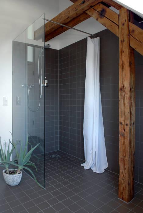 Corneille Uedingslohmann Architekten Modern style bathrooms